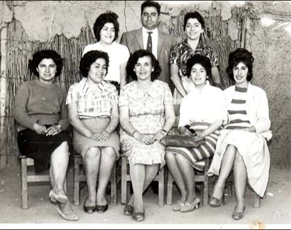Profesores primera escuela población Carrera