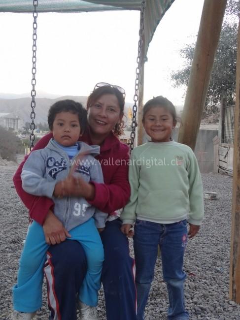Elizabeth junto a sus hijos Renta y Cristóbal