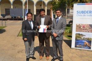 foto_entrega_de_recursos_a_alcalde_Tapia_de_Vallenar