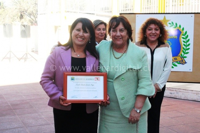 Emtrega reconocimiento Excelencia Académica 2016  (4)