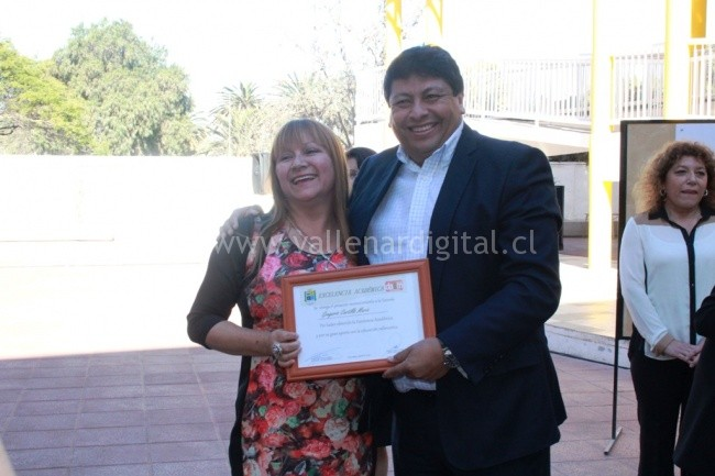 Emtrega reconocimiento Excelencia Académica 2016  (5)